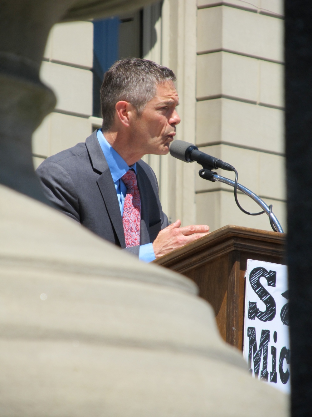 Democratic candidate for Governor, Mark Schauer, began the rally.